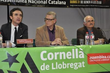 El cantante Ramoncín durante el acto convocado este jueves por la Assamblea Nacional Catalana en Cornellà.