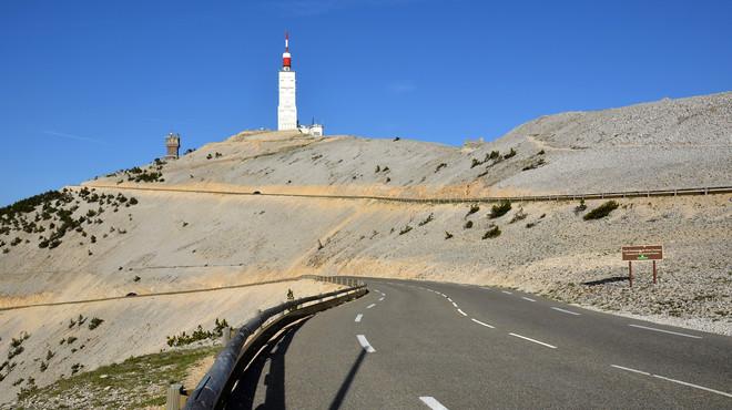 Un grup de ciclistes aficionats puja el Ventoux amb EPO