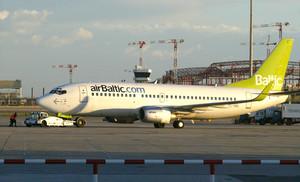 Un avión de la aerolinea Air Baltic, en el aeropuerto de El Prat, en el 2007