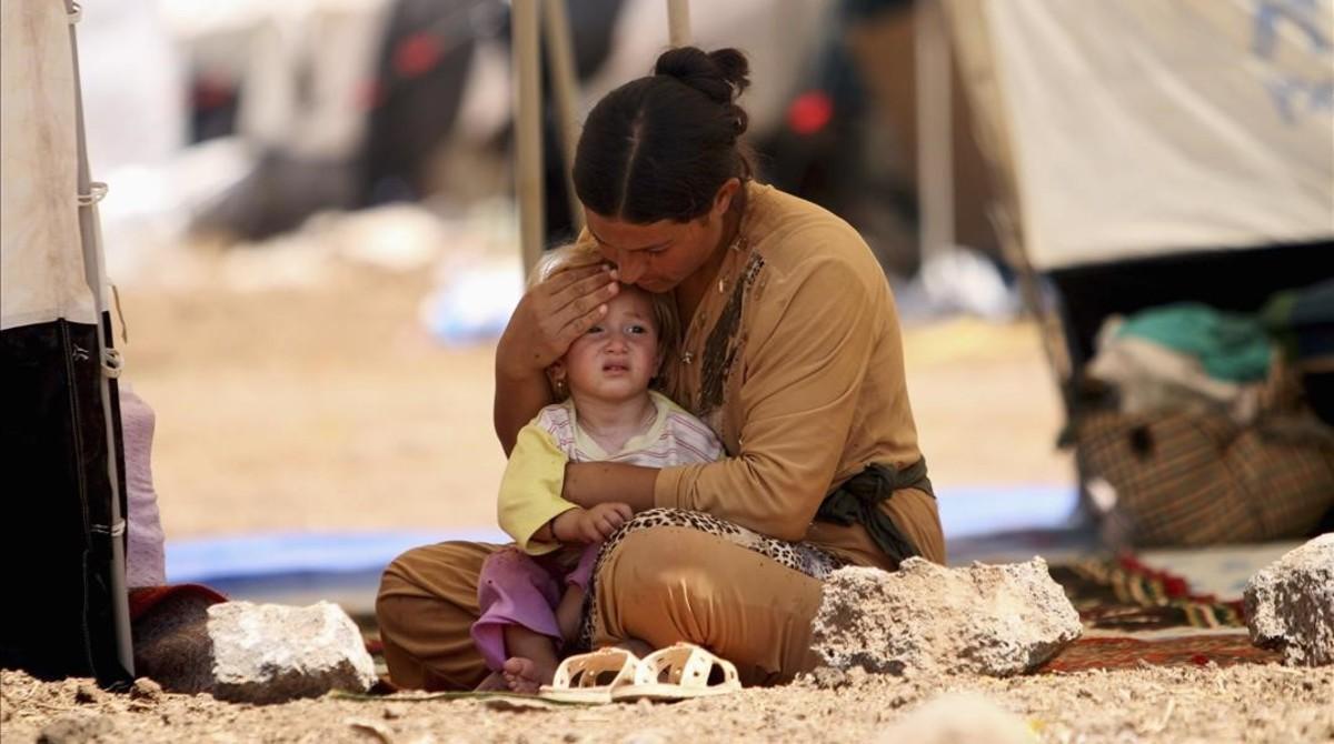 Una mujer yazidí refugiada que había huido de Sinjar con su hijo, en agosto del 2014.