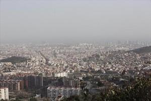 Contaminación. Panorámica del área metropolitana desde Collserola