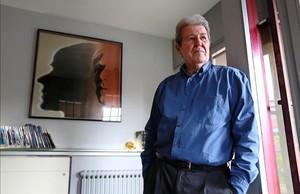El editor Jorge Herralde, en el despacho de su editorial