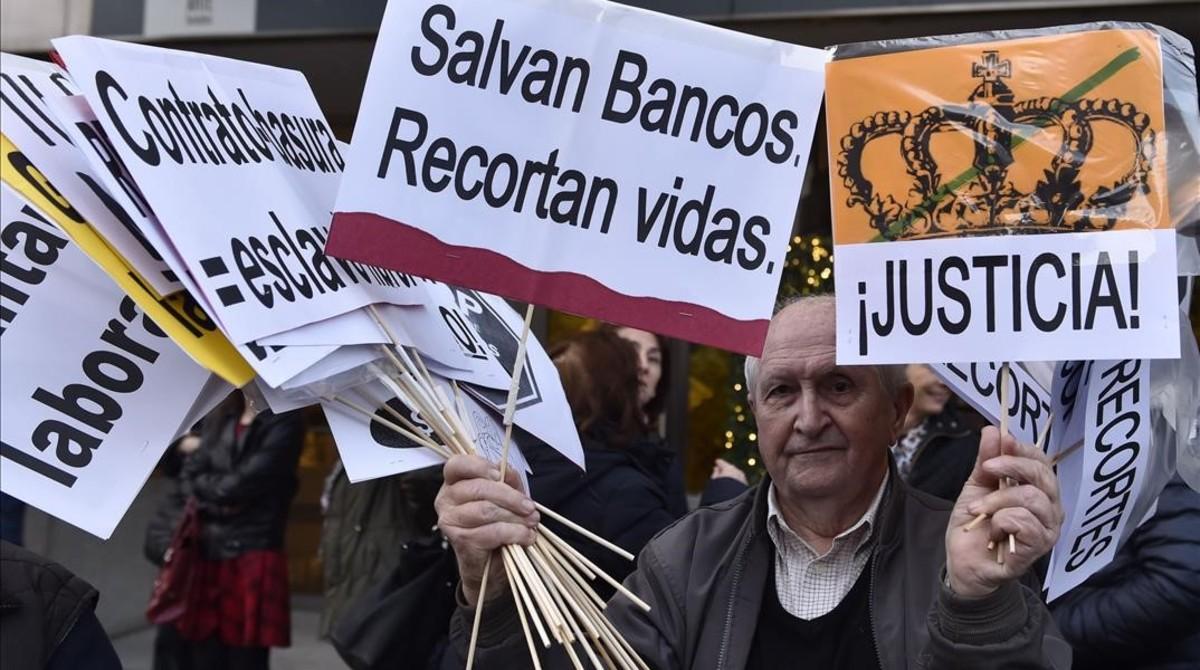 Un participante de la Marcha de la Dignidad, celebrada en Madrid.