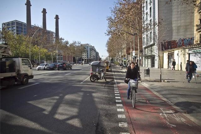 BCN mejorará la seguridad en 10 cruces de carril bici