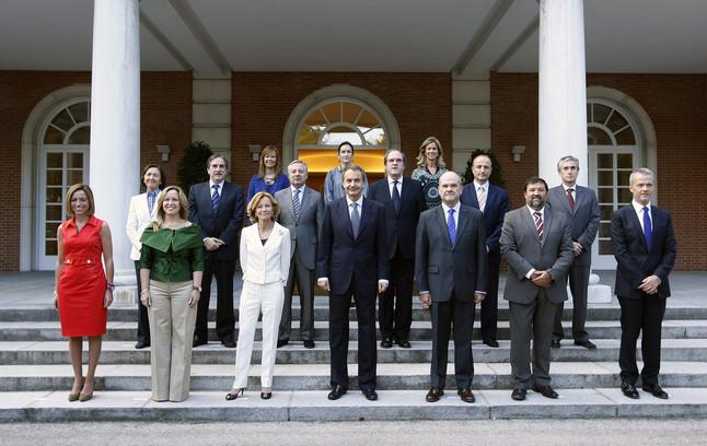Zapatero posa con su nuevo gabinete for Nuevo ministro del interior