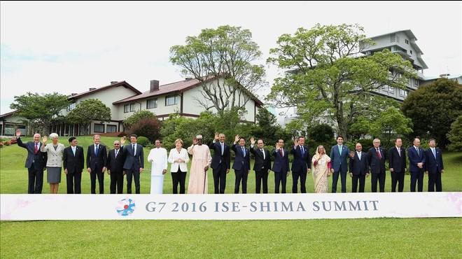 Foto de familia de los presidentes y jefes de Gobierno que han participado en la cumbre del G7 en Jap�n.
