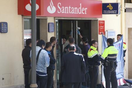 Los mossos detienen al presunto asesino de la cajera del for Oficinas banco santander en barcelona