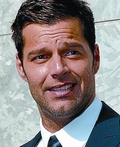 Ricky Martin y Del Toro se hacen españoles