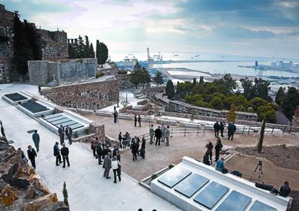 El cementerio de montju c estrena otro jard n funerario for Cementerio jardin del mar