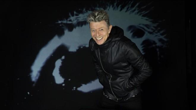 David Bowie revifa el seu enigma