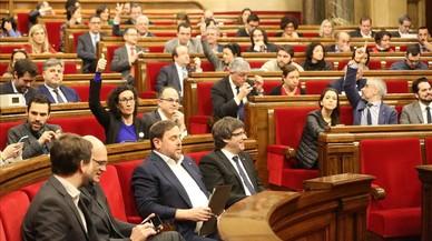 """L'oposició aplaudeix el dictamen contra el referèndum i considera que """"desautoritza"""" la via unilateral"""