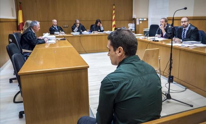 El fiscal pide tres años de prisión para un urbano de Badalona por agredir a un joven