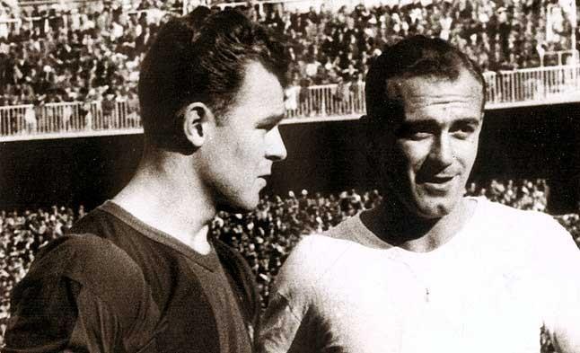 Mitos. Kubala y Di Stefano coincidieron en un partido amistoso que el argentino disputó con el Barça. 3 de marzo de 1957.