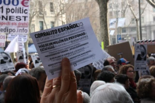 Centenares de afectados se concentran en Barcelona contra las participaciones preferentes