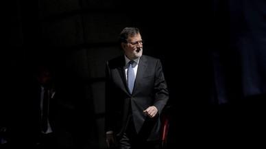 Mariano Rajoy, presidente del Gobierno, sale del Congreso de los Diputados.