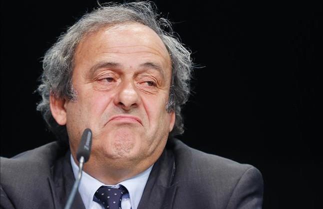 La FIFA pide la expulsión de por vida de Platini