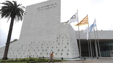 La senyera i la bandera argentina ja onegen a l'hotel on es casarà Messi