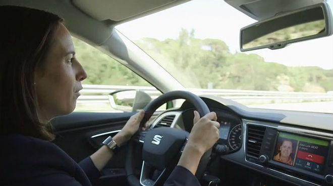 En cotxe de Barcelona a Frankfurt connectats a Facebook