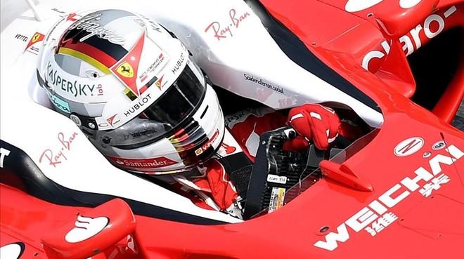 Sebastian Vettel, a los mandos de su Ferrari hoy en Monza