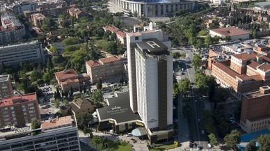Tres ferits al desplomar-se un muntacàrregues a l'hotel Princesa Sofia de Barcelona