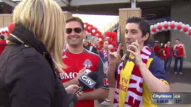 La reportera perdió la paciencia durante la retransmisión de un partido de fútbol del Toronto
