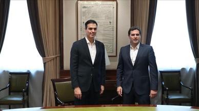 Sánchez i Rivera acorden negociar a la tardor la reforma constitucional