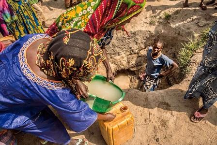 La vida de las mujeres en la Rep�blica Centroafricana gira alrededor del agua.