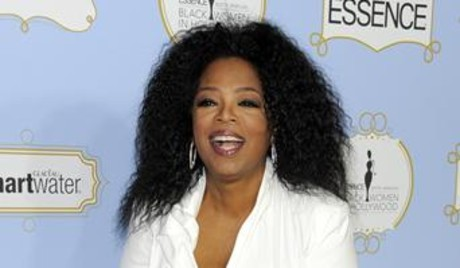 Oprah Winfrey honra a las mujeres negrasipient of the power award poses130222204304