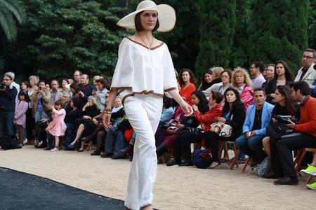 Falda y blusa de Miu Sutin en la pasarela de moda sostenible del 24 de abril de 2014.