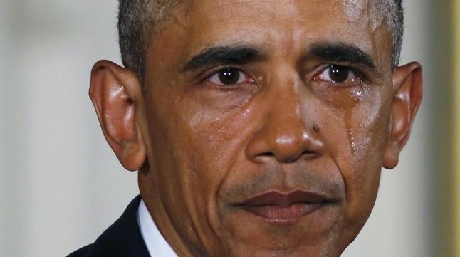 Obama derrama una lágrima mientras habla, en la Casa Blanca, de las medidas para reducir la violencia por armas de fuego.