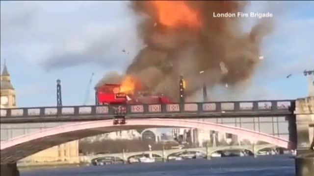 P�nico en Londres por una explosi�n controlada de los bomberos