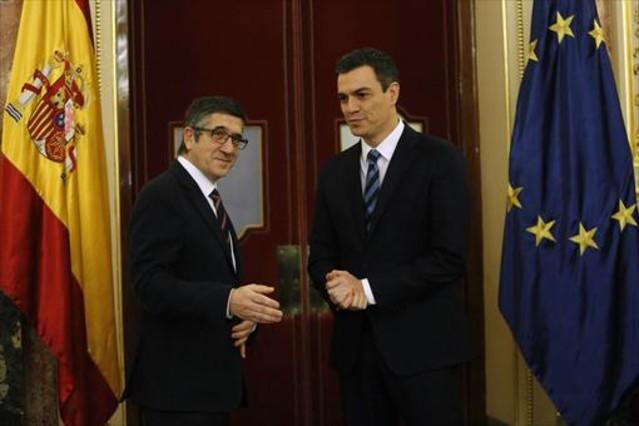 El presidente del Congreso, Patxi López, y el secretario general del PSOE, Pedro Sánchez, ayer.