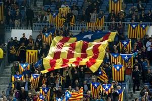 Estelades en un partido de Champions en el Camp Nou, el pasado noviembre, como protesta por una sanción de la UEFA.