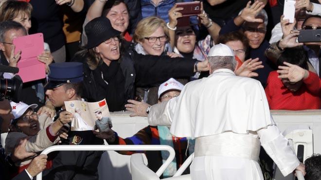 El Papa concede la facultad de absolver el aborto.