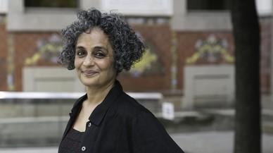 Combativa Arundhati Roy
