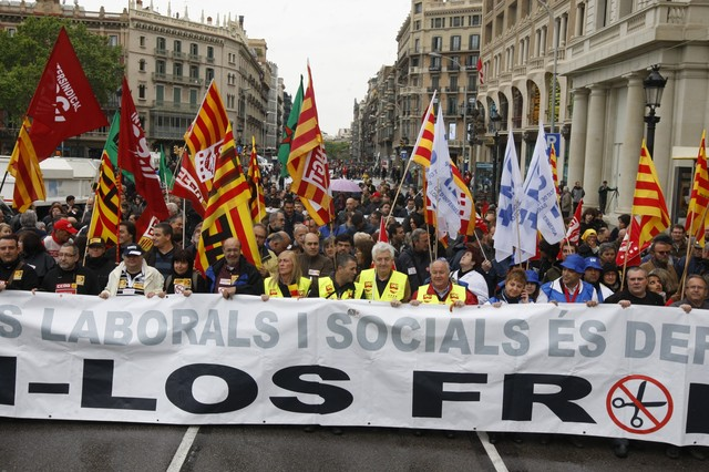 Milers de persones es manifesten contra les retallades a Barcelona