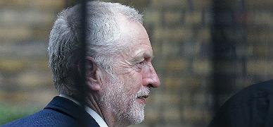 Corbyn pierde la moci�n de confianza de su partido y su cargo pende de un hilo