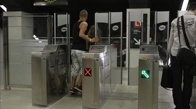 Un usuario se cuela en la estaci�n del metro de Gl�ries.