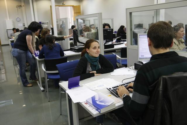 El espa ol trabaj para el estado hasta el 27 de abril for Haces falta trabajo barcelona
