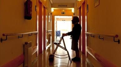 Una usuaria en una residencia para la tercera edad.