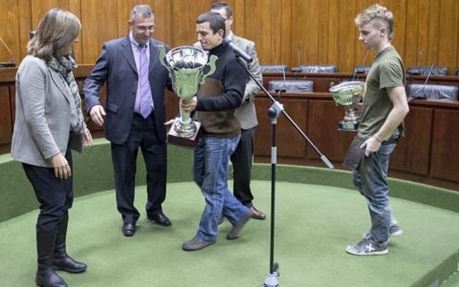 L'Hospitalet reconoce el éxito del club de futbol americano Pioners