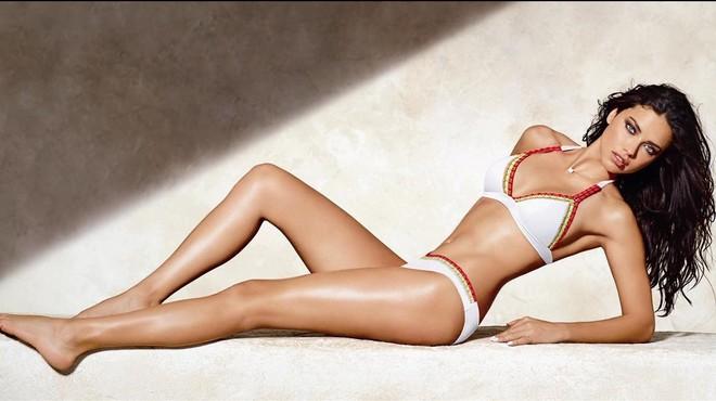 Un excés de Photoshop deixa Adriana Lima sense braç