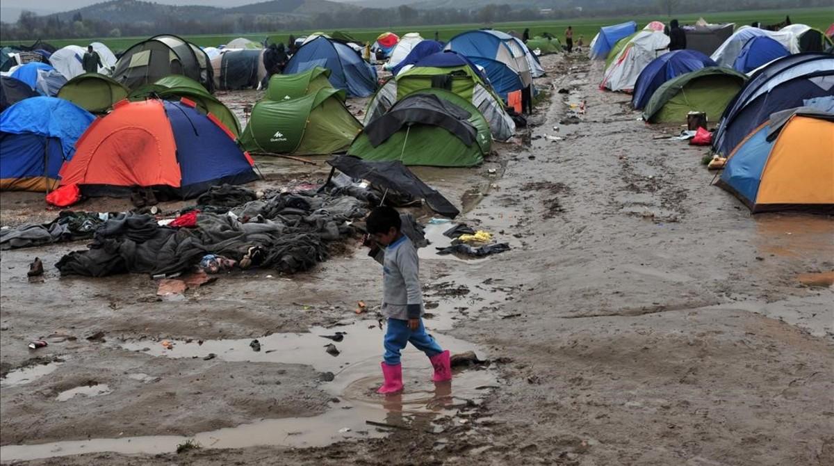 El pacto con Turquía para la expulsión de refugiados vulnera 5 tratados internacionales