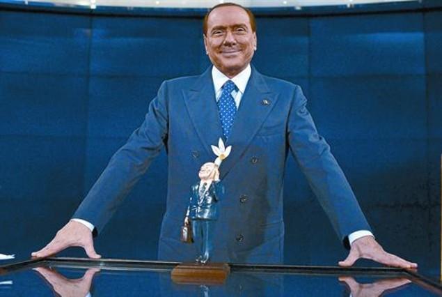 Berlusconi gana tiempo