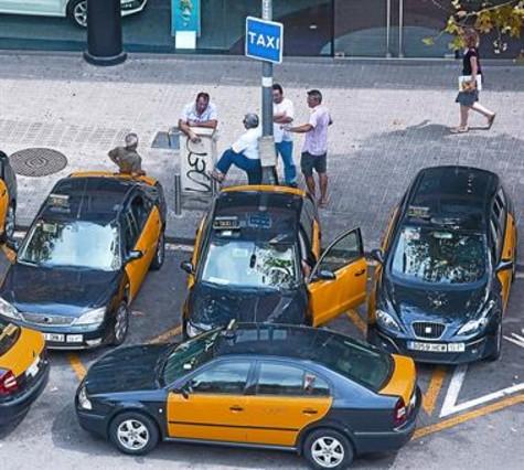 La regulaci�n horaria del taxi agrava la divisi�n del sector