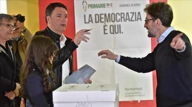 Renzi, tras depositar su voto.