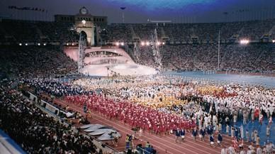 Los atletas llenan el tartán del Estadi Olímpic en la ceremonia inaugural.