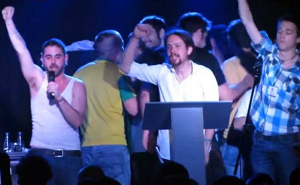 Pablo Iglesias canta 'La Internacional'