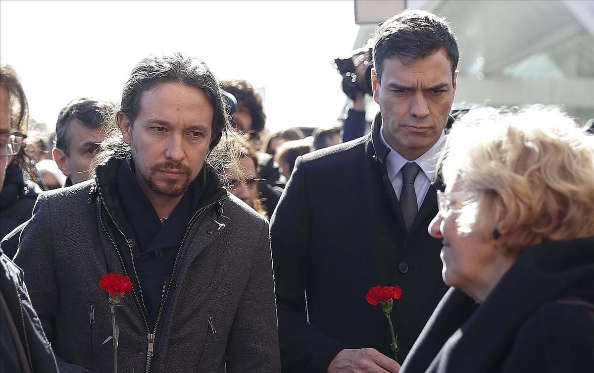 Iglesias y Sánchez, con la alcaldesa de Madrid, Manuela Carmena, durante el reciente homenaje a las víctimas del 11-M.