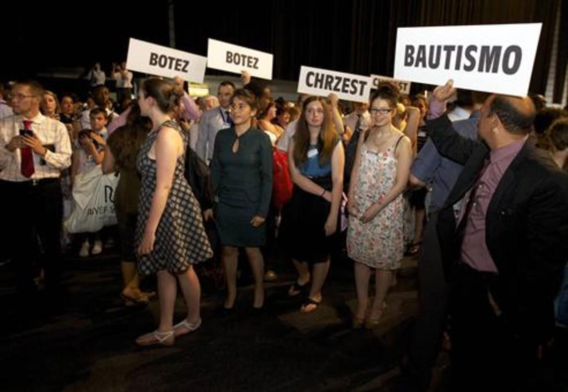 CEREMONIA Bautismo de testigos de Jehová en Gante (Bélgica).